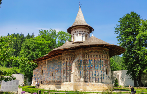 COLORFUL MONASTERIES & FORTIFIED CHURCHES IN ROMANIA